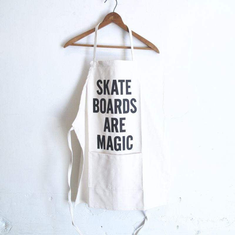 "DRESSSEN  KIDS APRON ""SKATE BOADS ARE MAGIC"""